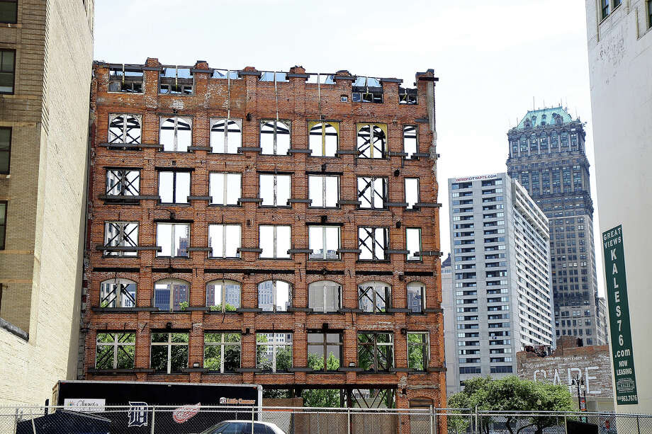 The back of an abandoned building facing, in Detroit, Michigan on JULY 21, 2012. Photo: Raymond Boyd, Getty Images / 2012 Raymond Boyd