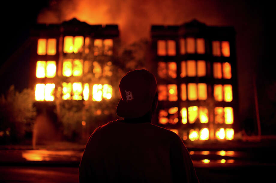 Two abandoned apartment buildings burn on Waverly Street in the declining Detroit neighborhood of Highland Park. Photo: Lucas Oleniuk, Toronto Star Via Getty Images / Toronto Star