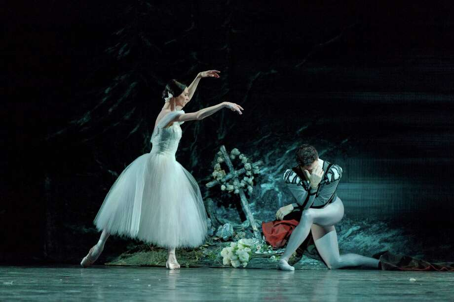 Guillaume Cote and Greta Hodgkinson in Giselle Photo credit: Photo by Aleksandar Antonijevic Photo: Aleksandar Antonijevic / Aleksandar Antonijevic
