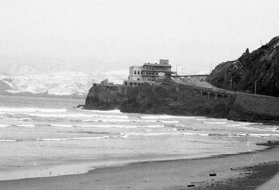 Feb. 5, 1976: Snowfall in San Francisco -- the view of the Cliff House from Ocean Beach. Photo: Clem Albers, The Chronicle / ONLINE_YES