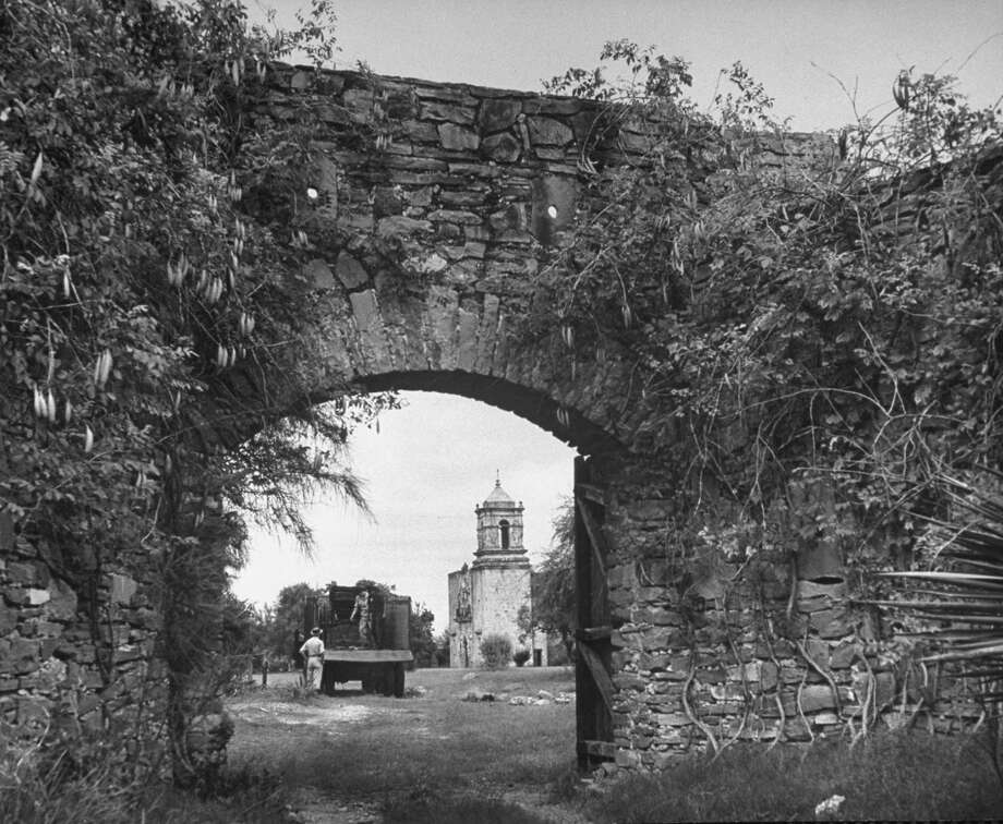 Vine covered archway at Mission San José on Oct. 1, 1946. Photo: Cornell Capa, Time & Life Pictures / Getty Images / Time Life Pictures