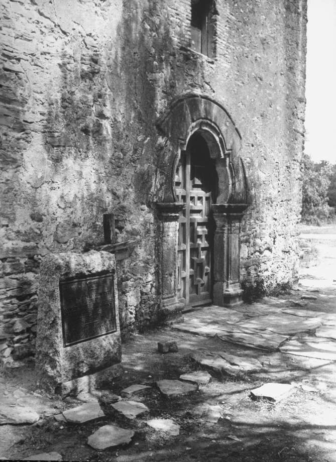 Side entrance to Mission Espada on Dec. 31, 1944. Photo: Alfred Eisenstaedt, Time & Life Pictures / Getty Images / Time & Life Pictures/Getty Images
