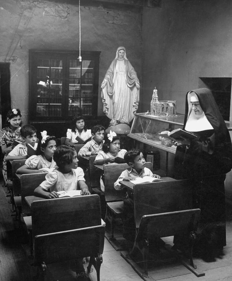 Nun conducting class at Mission Espada school on Dec. 31, 1944. Photo: Alfred Eisenstaedt, Time & Life Pictures / Getty Images / Time & Life Pictures/Getty Images