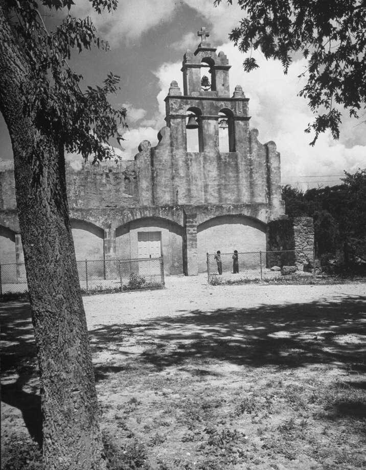 Boys ringing church bells at Mission San Juan on Dec. 31, 1944. Photo: Alfred Eisenstaedt, Time & Life Pictures / Getty Images / Time & Life Pictures/Getty Images