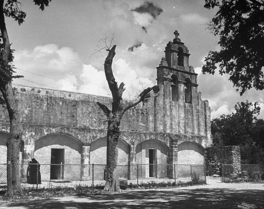 Chapel of Mission San Juan on Dec. 31, 1944. Photo: Alfred Eisenstaedt, Time & Life Pictures / Getty Images / Time & Life Pictures/Getty Images