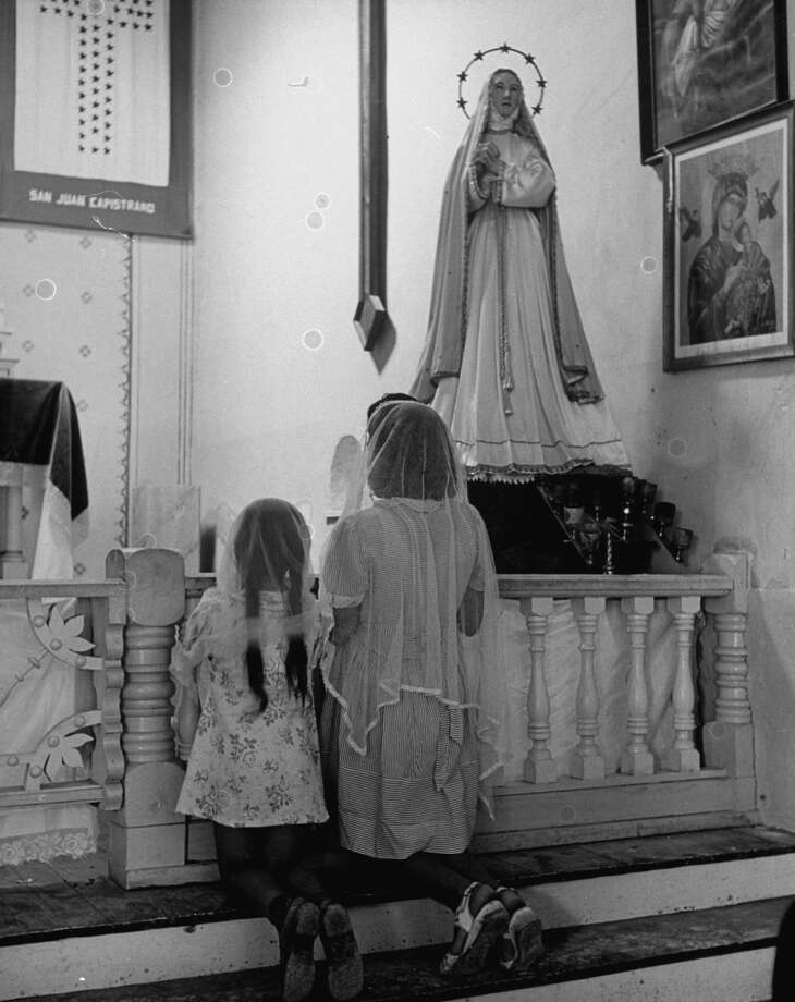 Worshipers kneeling in prayer before altar in chapel of Mission San Juan on Dec. 31, 1944. Photo: Alfred Eisenstaedt, Time & Life Pictures / Getty Images / Time & Life Pictures/Getty Images