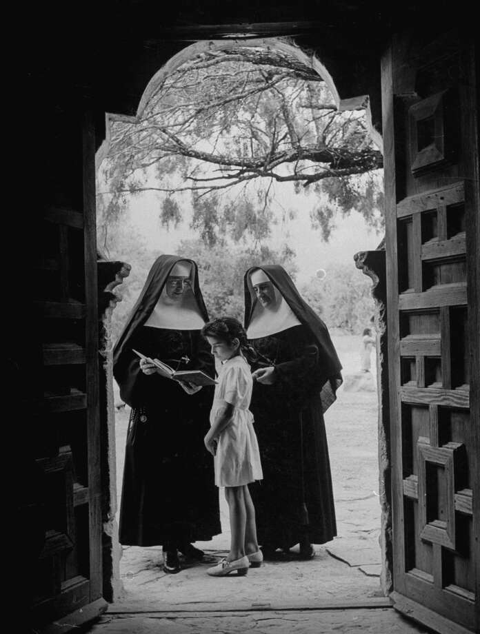 Nuns in doorway of chapel at Mission Espada instructing local girl on Dec. 31, 1944. Photo: Alfred Eisenstaedt, Time & Life Pictures / Getty Images / Time & Life Pictures/Getty Images