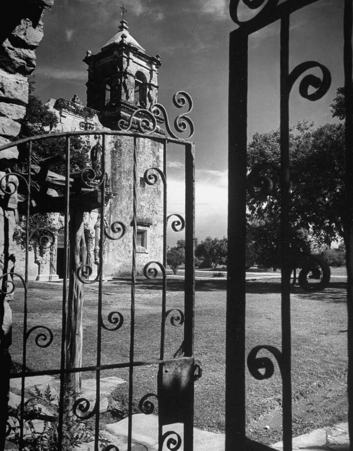 Mission San José on Dec. 31, 1944. Photo: Alfred Eisenstaedt, Time & Life Pictures / Getty Images / Time & Life Pictures/Getty Images