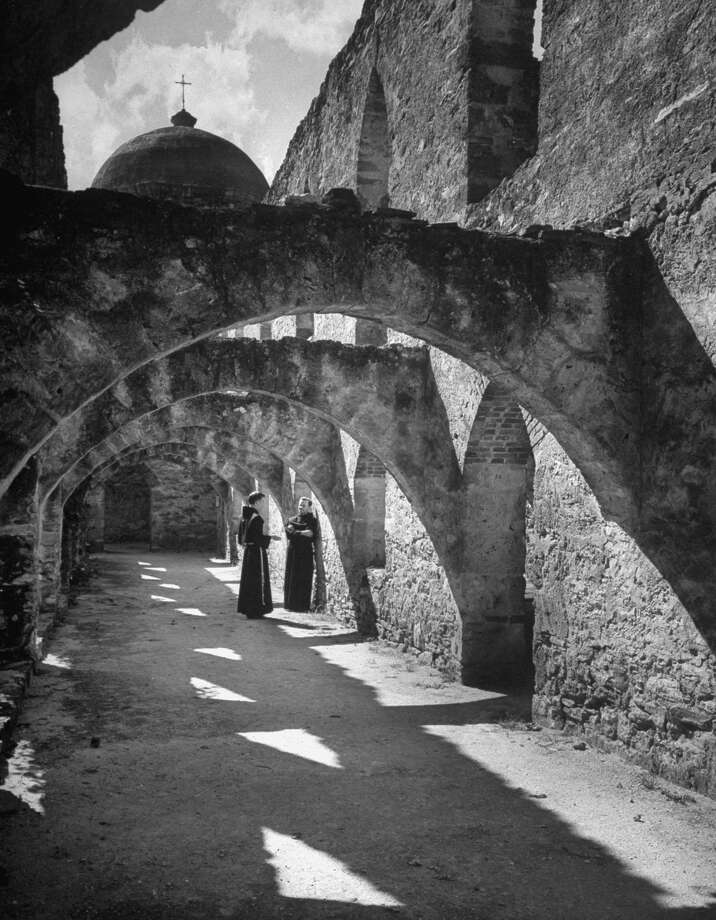 Monks in cloister of Mission San José on Dec. 31, 1944. Photo: Alfred Eisenstaedt, Time & Life Pictures / Getty Images / Time & Life Pictures/Getty Images