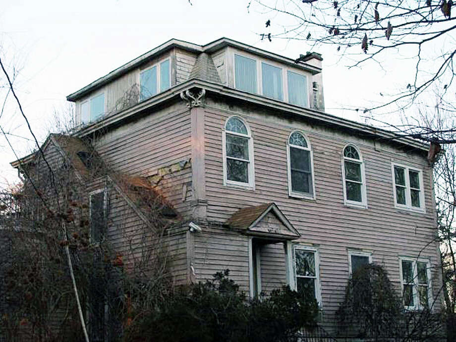 This home at 24 Ludlow Road, dating to 1868, would be razed to make way for a new house of worship proposed by Beit Chaverim Synagogue of Westport/Norwalk. Photo: Cameron Martin, Meg Barone / Westport News
