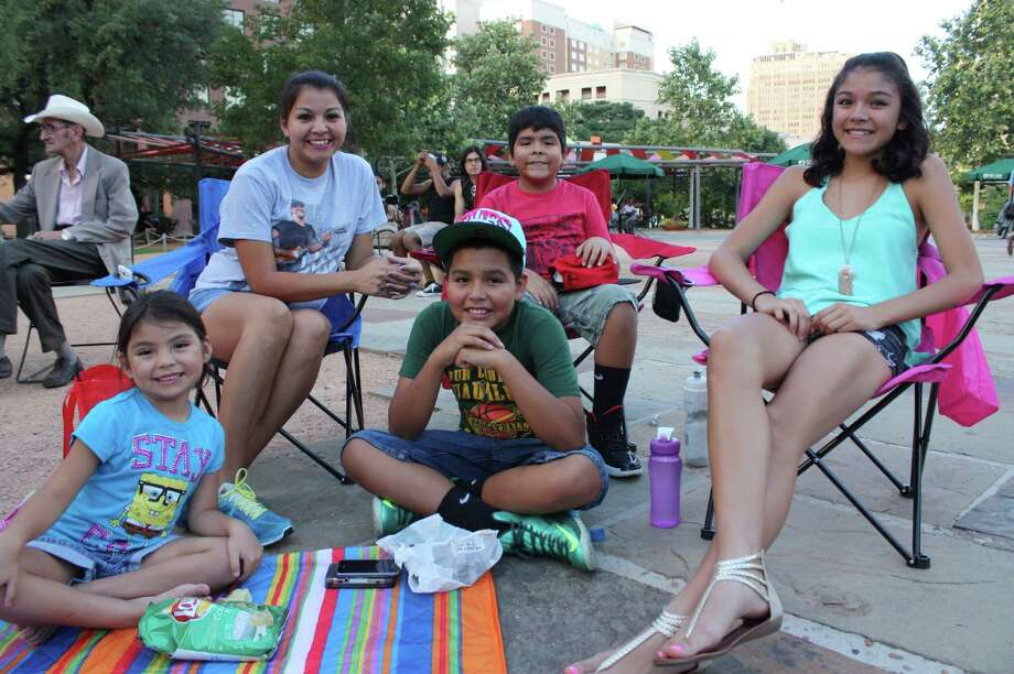 """Movie goers flock to Main Plaza to watch """"The Goonies"""" at Cycle-In Cinema on Thursday, July 18, 2013. Photo: Libby Castillo / For MySA.com"""