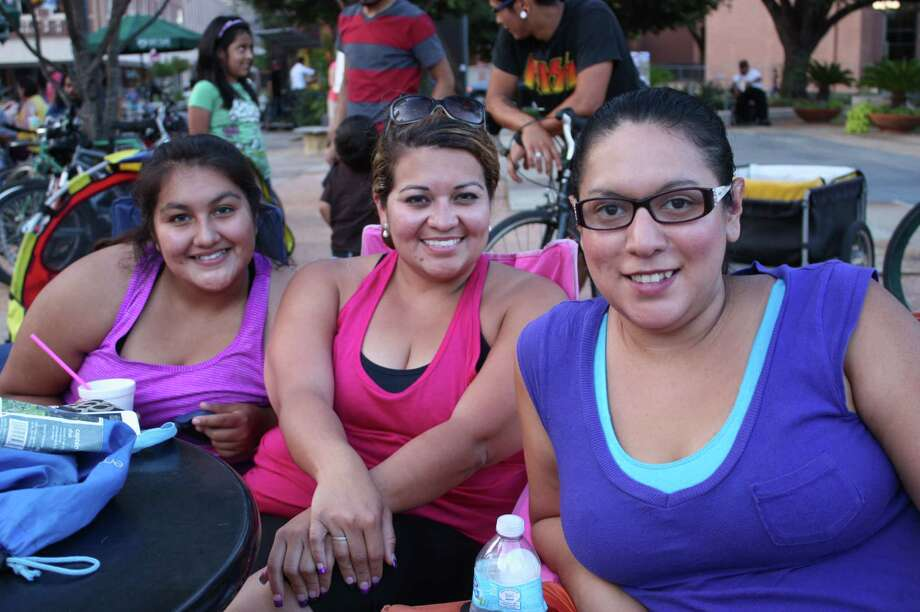 "Movie goers flock to Main Plaza to watch ""The Goonies"" at Cycle-In Cinema on Thursday, July 18, 2013. Photo: Libby Castillo / For MySA.com"