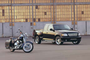2000 Ford F-150 Harley-Davidson: Ford and Harley-Davidson form an alliance and introduce the first Harley-Davidson edition of the F-150 as a 2000MY vehicle. (09/27/2007)