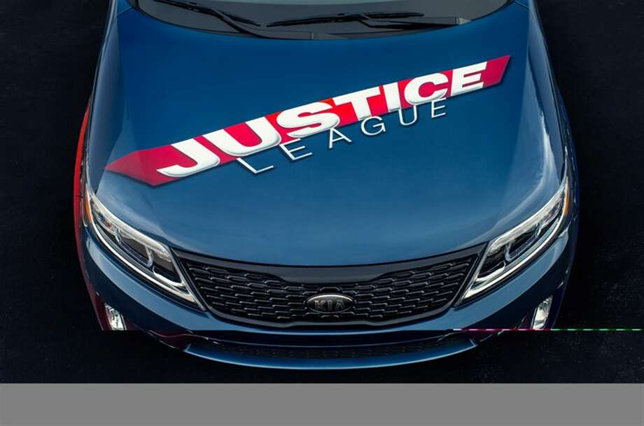DC Entertainment opened San Diego Comic-Con today with a blend of artistry and giving, unveiling the Justice League-inspired Kia Sorento.