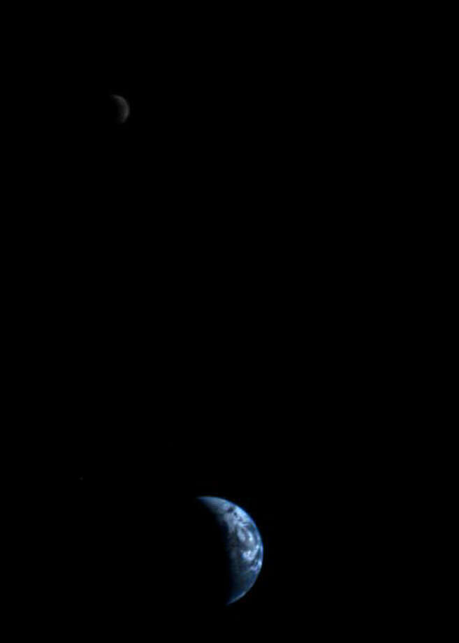 Voyager 1 took this 11.7 million km while leaving Earth. It is the first view of the Earth and Moon in a single frame.
