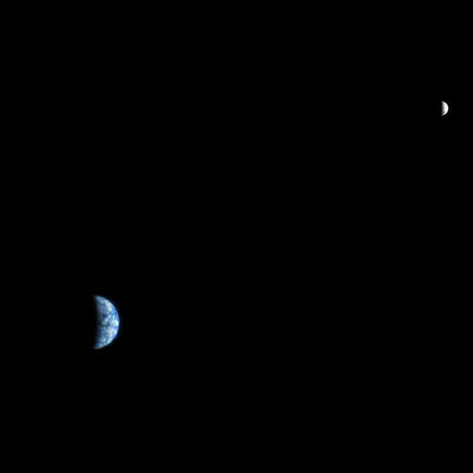 Mars Reconnaissance Orbiter took this from Mars orbit, at a distance of 142 million km from Earth. (NASA)