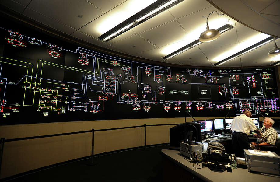 The Transmission Control Room's curved walls feature a map of the company's transmission lines at the new United Illuminating Operation Building at 100 Marsh Hill Road in Orange, Conn. on Tuesday, June 4, 2013. Photo: Brian A. Pounds / Connecticut Post