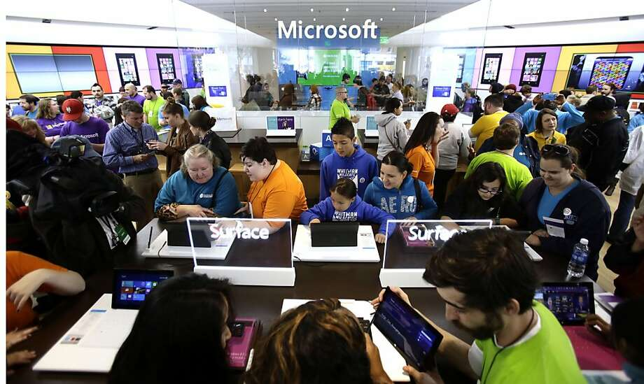 Lots of people crowded this Microsoft store in Portland, Ore., for its grand opening last month, but its profits are struggling. Photo: Don Ryan, Associated Press