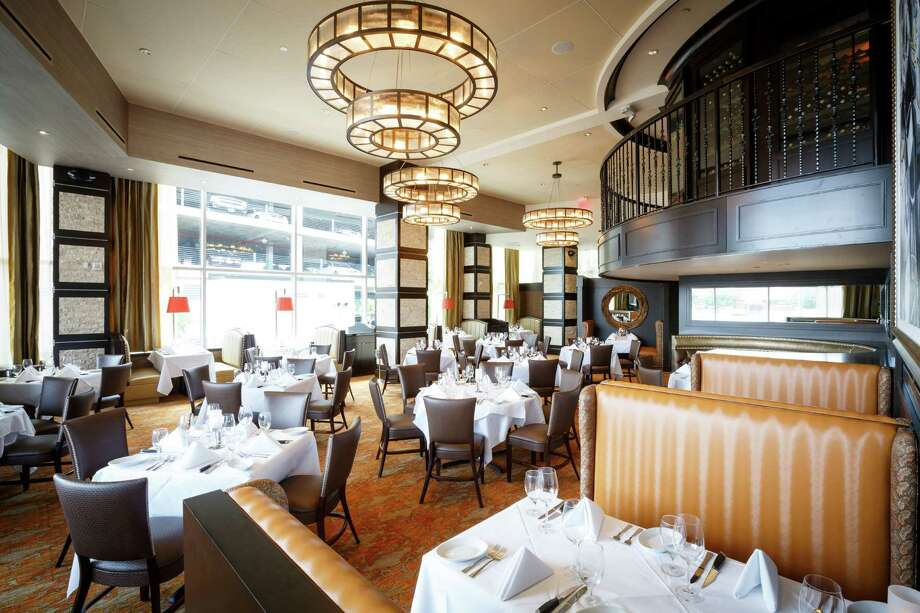 The dinning room at Ruth's Chris Steak House Photo: Michael Paulsen, Staff / © 2013 Houston Chronicle