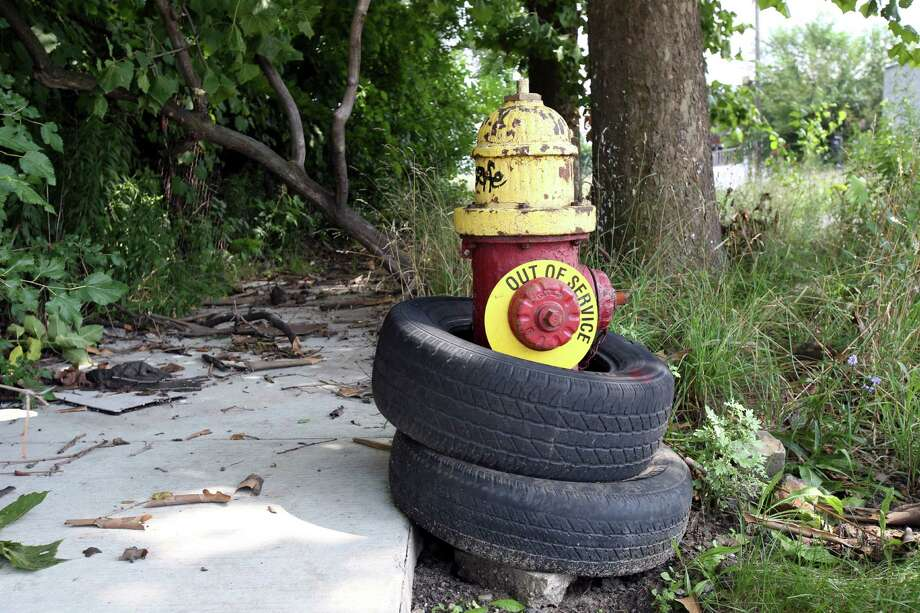 An out of service fire hydrant in Detroit, July 17, 2013. The city filed for Chapter 9 bankruptcy on Thursday, the largest American city to take such an action. (Fabrizio Costantini/The New York Times) ORG XMIT: XNYT142 Photo: FABRIZIO COSTANTINI / NYTNS