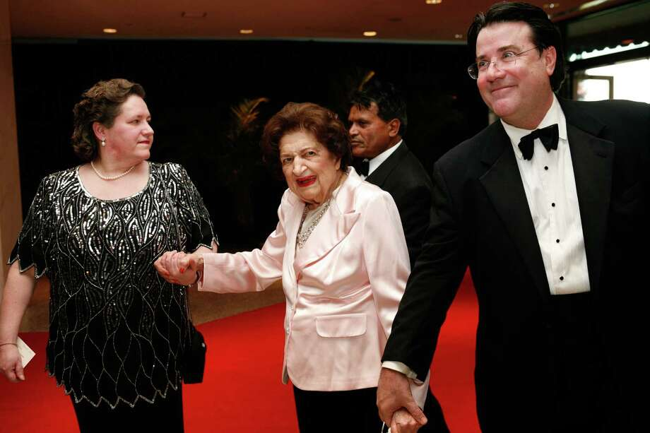Reporter Helen Thomas (C) arrives at the White House Correspondents' Association dinner on May 1, 2010 in Washington, DC. The annual dinner featured comedian Jay Leno and was attended by President Barack Obama and First Lady Michelle Obama. Photo: Brendan Hoffman, Getty Images / 2010 Getty Images