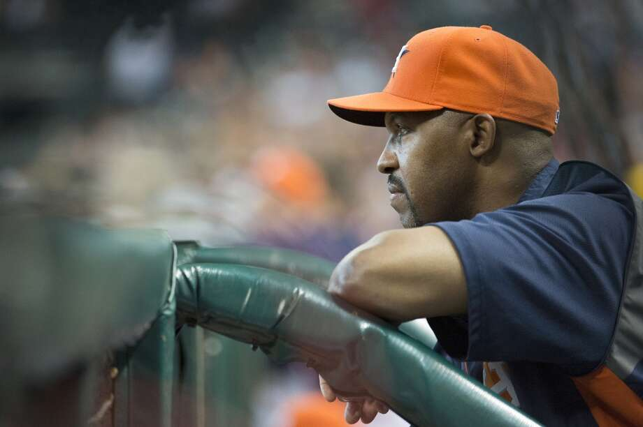Astros manager Bo Porter watches from the dugout during the third inning.