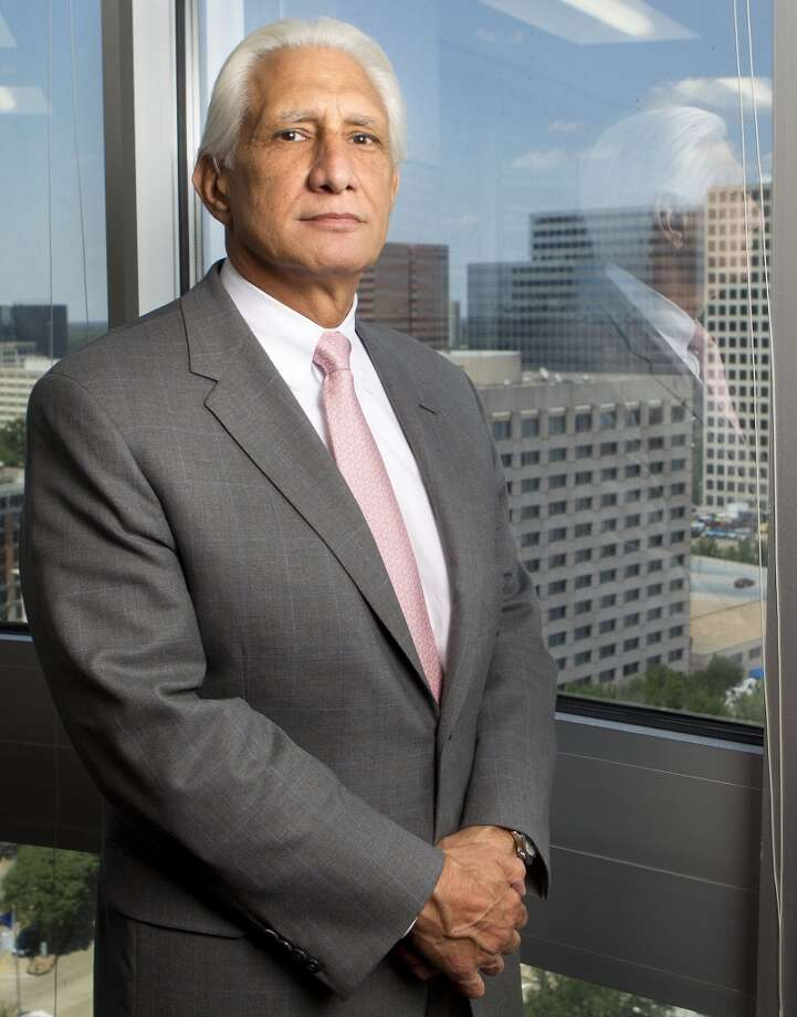 8. G. Steven Farris Apache Corp. chairman and CEO  Total direct compensation -- $17,091,304  Base salary -- $1,750,000 Annual incentive -- $4,000,000 Total equity -- $9,803,521 Photo: Cody Duty, Houston Chronicle