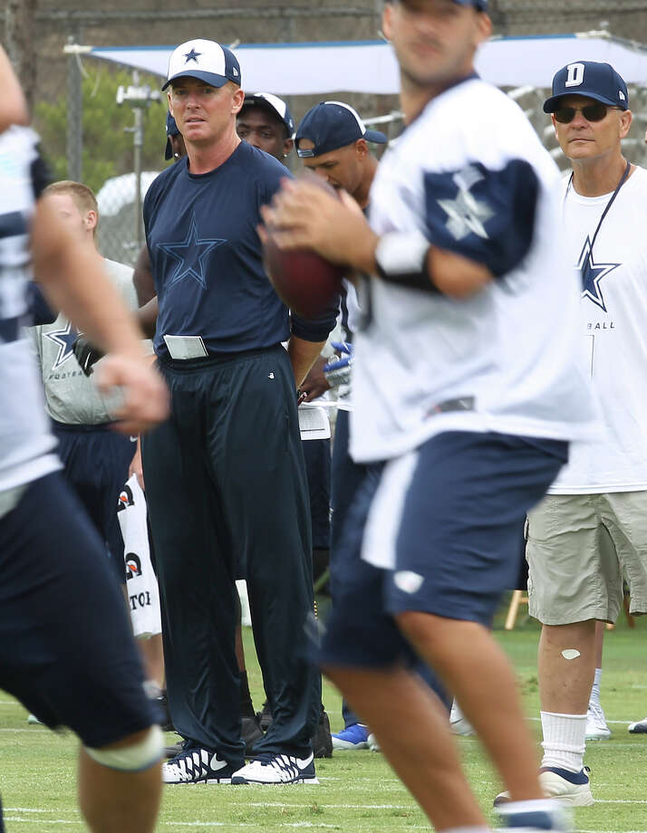 Head coach Jason Garrett (center) oversees practice at the Dallas Cowboys training camp on Sunday, July 21, 2013 in Oxnard. Photo: Kin Man Hui, San Antonio Express-News / ©2013 San Antonio Express-News