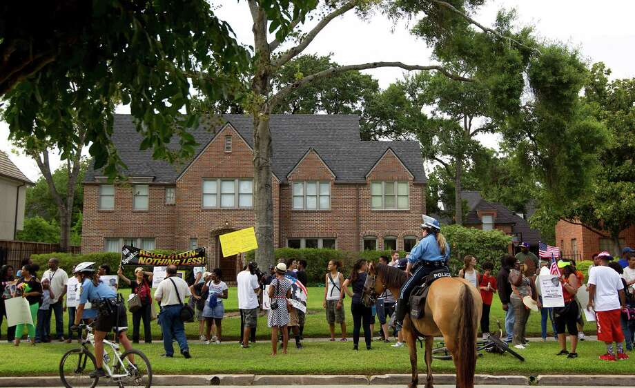 Nearly 1,000 protestors gathered on Del Monte Dr. in the River Oaks community to protest against a Florida jury's acquittal of George Zimmerman in the shooting death of Trayvon Martin Sunday, July 21, 2013, in Houston. Photo: Johnny Hanson, Houston Chronicle / © 2013  Houston Chronicle