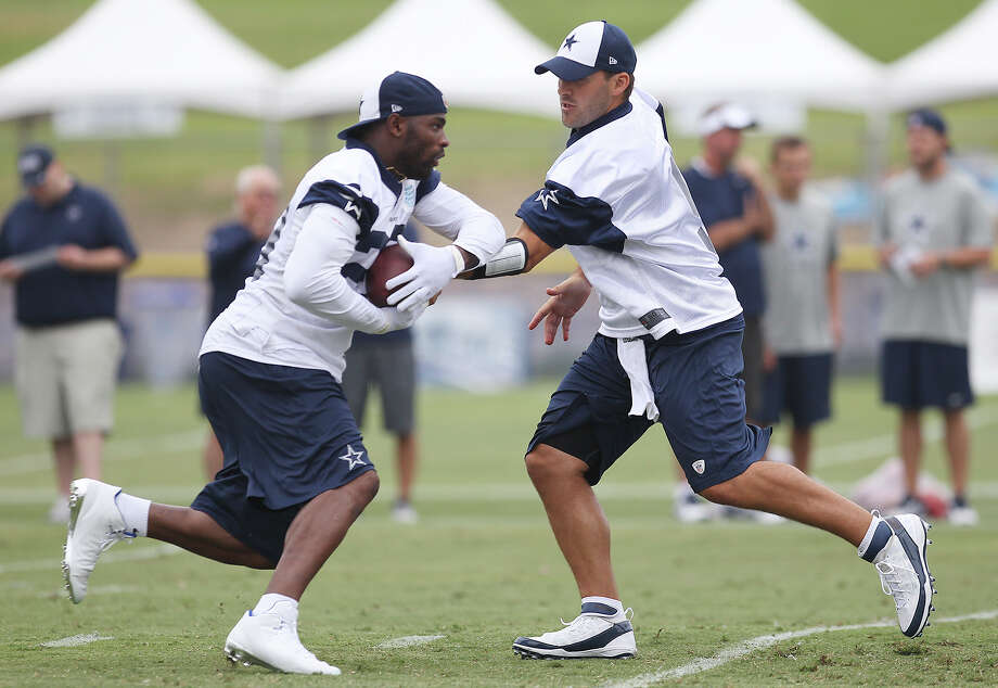Quarterback Tony Romo (right) hands off the ball to running back DeMarco Murray at the Dallas Cowboys training camp on Sunday, July 21, 2013 in Oxnard. Photo: Kin Man Hui, San Antonio Express-News / ©2013 San Antonio Express-News