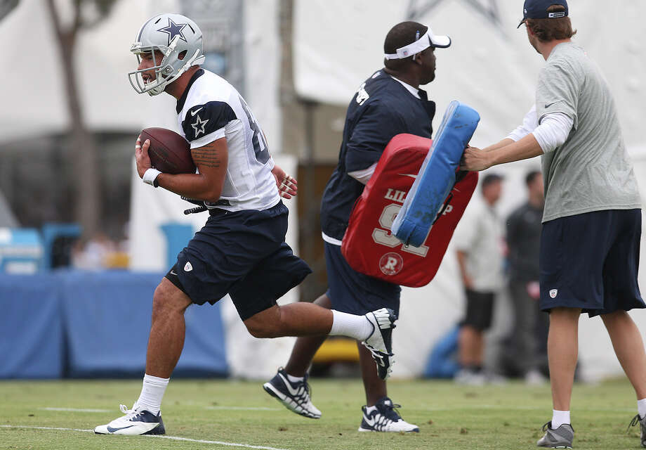 Tight end James Hanna runs through tackling pads at the 2013 Dallas Cowboys training camp on Sunday, July 21, 2013 in Oxnard. Photo: Kin Man Hui, San Antonio Express-News / ©2013 San Antonio Express-News