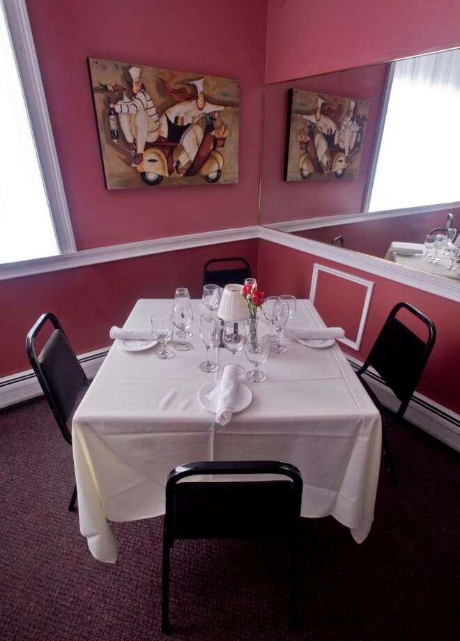 Pappadella's Restaurant dining area. Saturday, Jan. 9, 2010 Photo: Scott Mullin / The News-Times