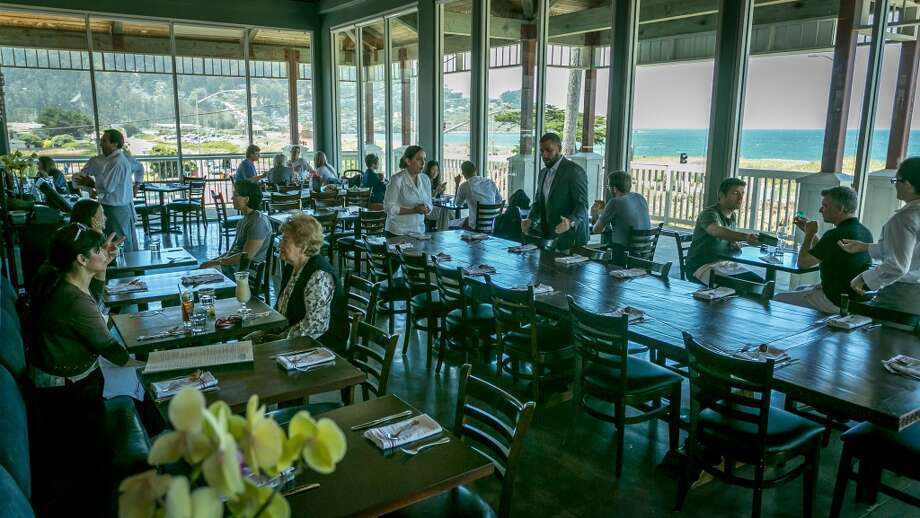 Diners enjoy lunch at Puerto 27 in Pacifica.