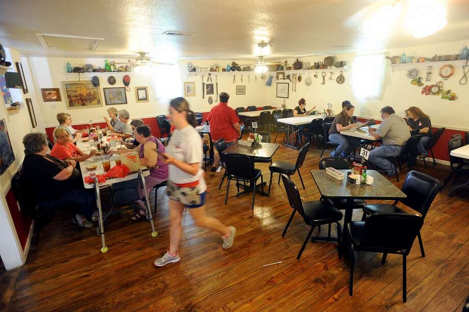 Dinning room at Vautrot's Cajun Cuisine in Bevil Oaks Photo taken Tuesday, July 09, 2013 Guiseppe Barranco/The Enterprise Photo: Guiseppe Barranco, Guiseppe Barranco/The Enterprise