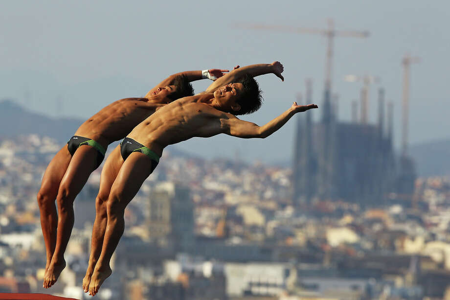 Woo Haram and Kim Yeongnam of Korea compete in the Men's 10m Platform Synchronized Diving final on day two of the 15th FINA World Championships at Piscina Municipal de Montjuic on July 21, 2013 in Barcelona. Photo: Al Bello, Getty Images / 2013 Getty Images