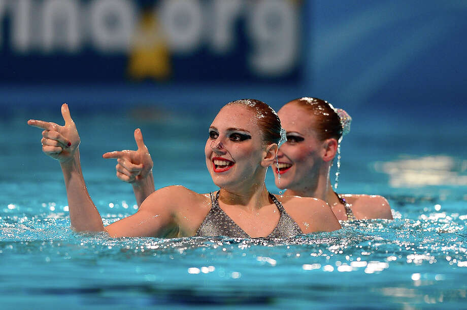 Russia's Svetlana Kolesnichenko and Svetlana Romashina  compete in the duet technical final during the synchronized swimming competition in the FINA World Championships at the Palau Sant Jordi in Barcelona, on July 21, 2013. Photo: JAVIER SORIANO, AFP/Getty Images / 2013 AFP