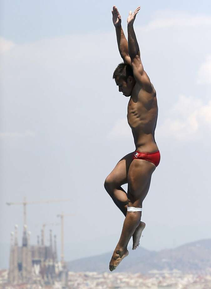 Alejandro Chavez of Mexico competes in the men's 1-meter springboard final at the FINA Swimming World Championships in Barcelona, Spain, Monday, July 22, 2013. Chavez finished third to win the bronze medal. Photo: David J. Phillip, Associated Press