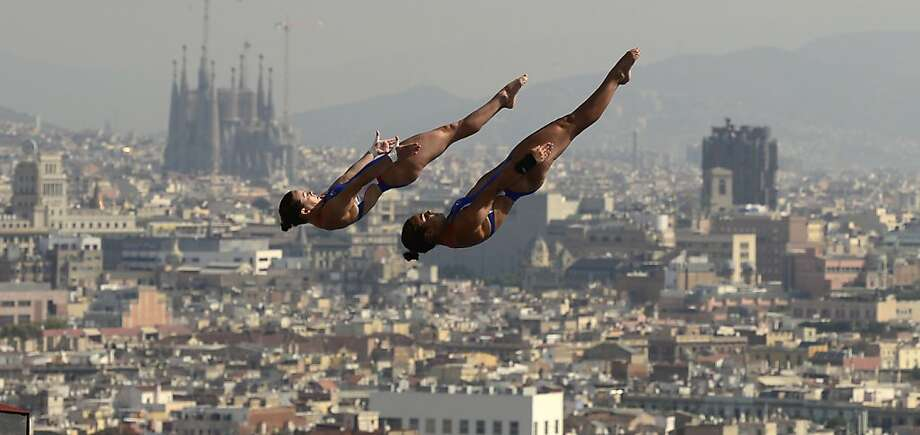 U.S. divers Samantha Bromberg and Cheyenne Cousineau compete in the women's 10-metre synchro platform preliminary diving event in the FINA World Championships at the Piscina Municipal de Montjuic in Barcelona on July 22, 2013.  Photo: Javier Soriano, AFP/Getty Images