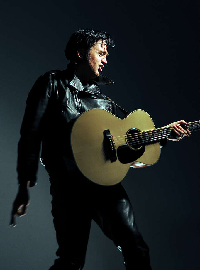 Yet another fake Elvis. Photo: RJ Sangosti, Denver Post Via Getty Images / (C) 2008 The Denver Post