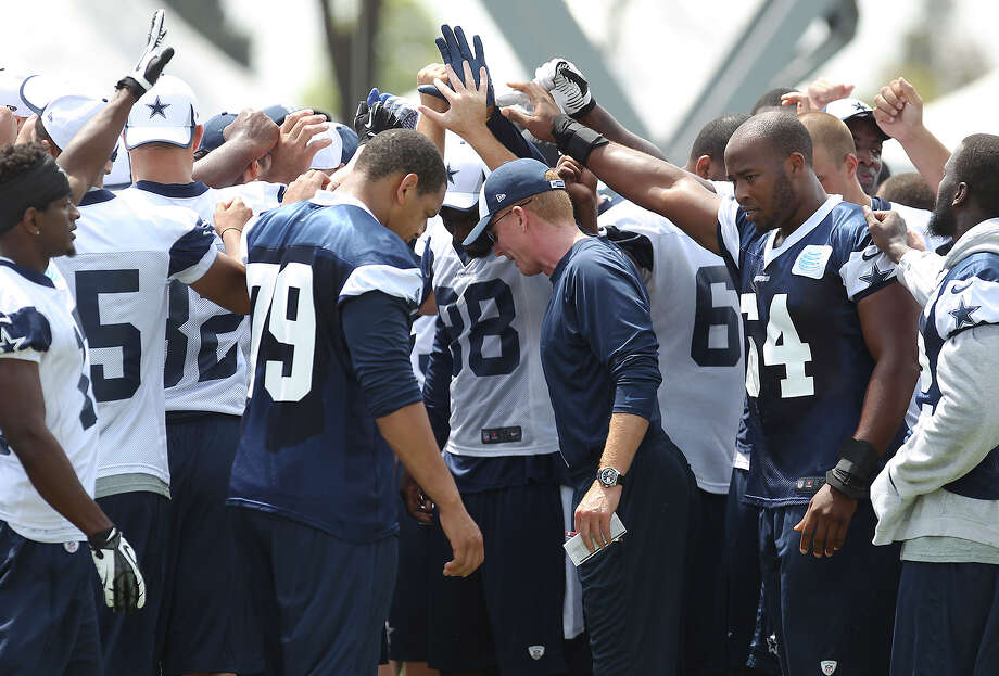 Head coach Jason Garrett (center) gathers his team to conclude morning practice at the 2013 Dallas Cowboys training camp on Monday, July 22, 2013 in Oxnard. Photo: Kin Man Hui, San Antonio Express-News / ©2013 San Antonio Express-News
