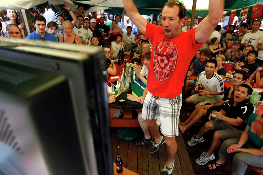 Alex Penny reacts to a near goal by England while watching game at Richmond Arms. Photo: Johnny Hanson, Chronicle / Houston Chronicle