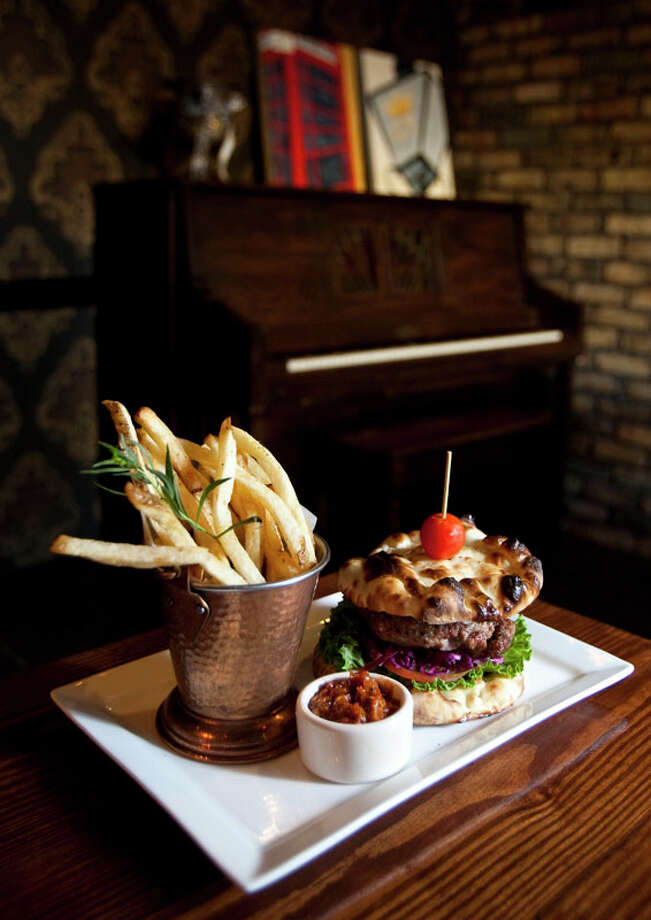 The Queen Vic Pub's Indian Kabob Burger. Photo: Nick De La Torre, Houston Chronicle / Houston Chronicle