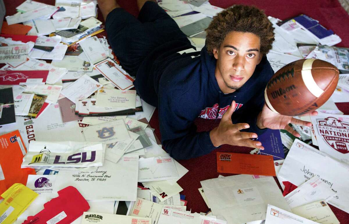 PHOTOS: What college football scholarship offers look like these days Star high school football players like former Lamar defensive back John Bonney get bombarded with letters from colleges wanting them to play for their school. However, August is when the official, fancy scholarship offers come in. Browse through the photos to see what the new and improved college football scholarship offers look like these days.