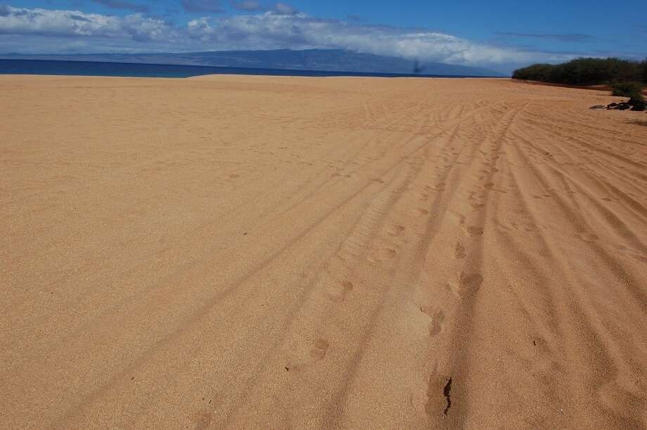Lāna'i's current network of mostly unpaved, rugged roads that require four-wheel-drive means most beaches are as uncrowded as this one, Polihua, on the island's north side.