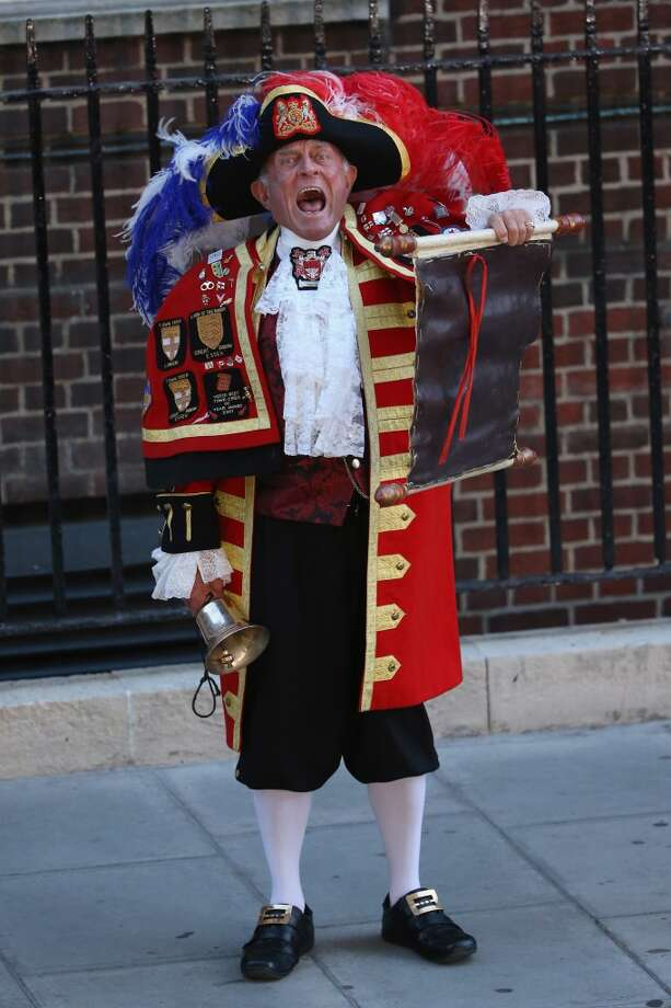 A town crier announces the birth of the son of The Duke and Duchess of Cambridge outside the Lindo Wing at St Mary's Hospital on July 22, 2013 in London, England.  (Photo by Chris Jackson/Getty Images)