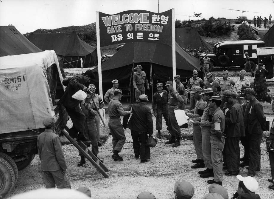 An exchange of prisoners between the United Nations and the Communists at Panmunjom, Korea. Photo: Central Press, Getty Images / Hulton Archive