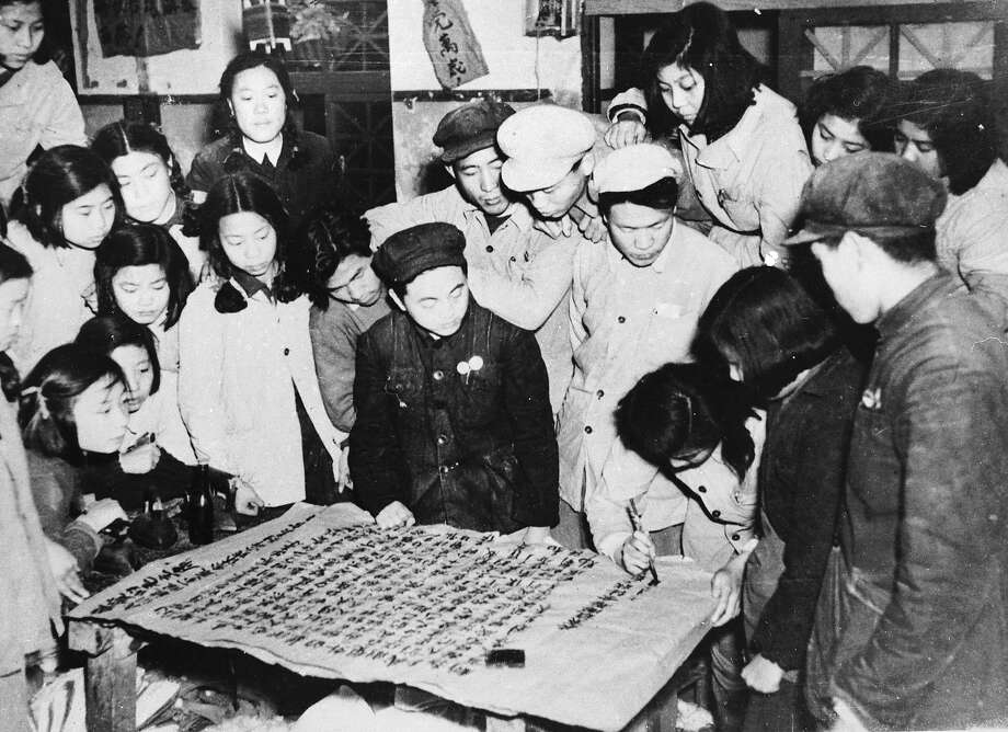 Workers in a Peking uniform and bedding factory writing a letter to Mao Tse Tung to express their determination to increase production following the intervention of the Communist Volunteers in the Korean War. Photo: Keystone, Getty Images / Hulton Archive