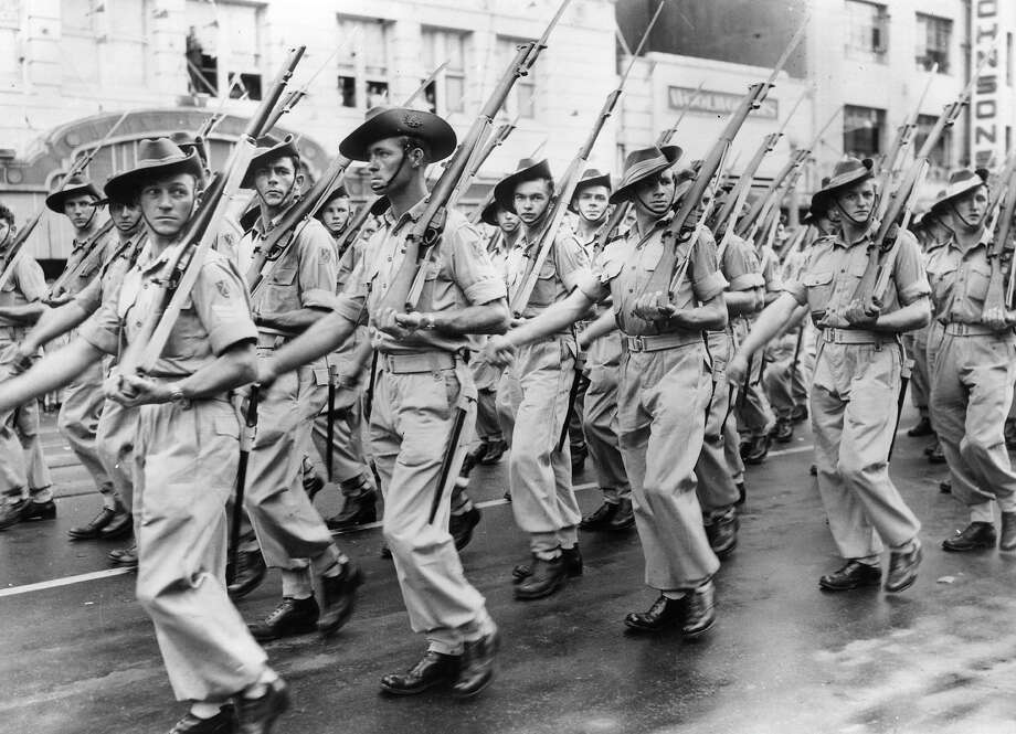 Australian soldiers parade past Sydney Town Hall on their way to the Korean War. Photo: Keystone, Getty Images / Hulton Archive