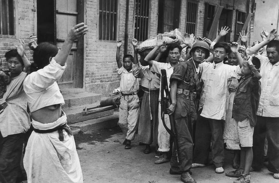 South Korean troops rounding up alleged communist sympathizers, following the American invasion and capture of the port of Inchon, Korea, during the Korean War, September 1950. Photo: Bert Hardy, Getty Images / 2008 Getty Images