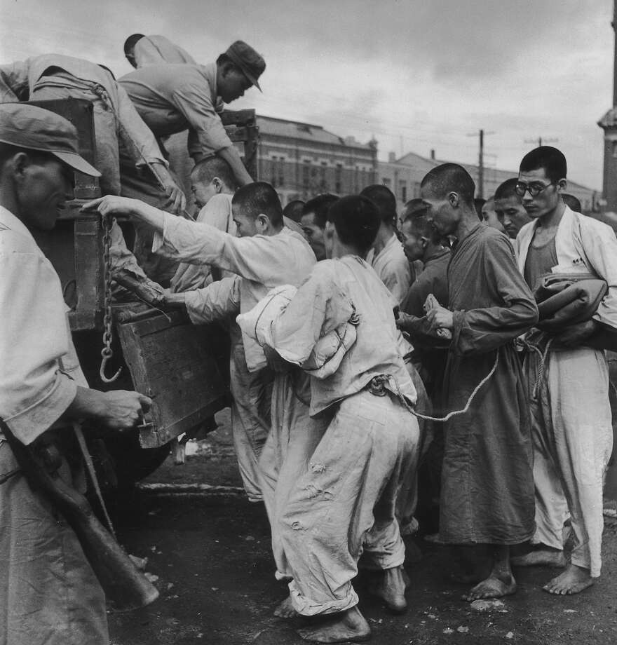 South Korean prisoners, held by the South Korean army board a truck during the Korean War at Pusan (Busan), where United Nations forces are based in South Korea, September 1950. They are political prisoners, arrested for their alleged sympathies with the communist north. Photo: Bert Hardy, Getty Images / 2008 Getty Images